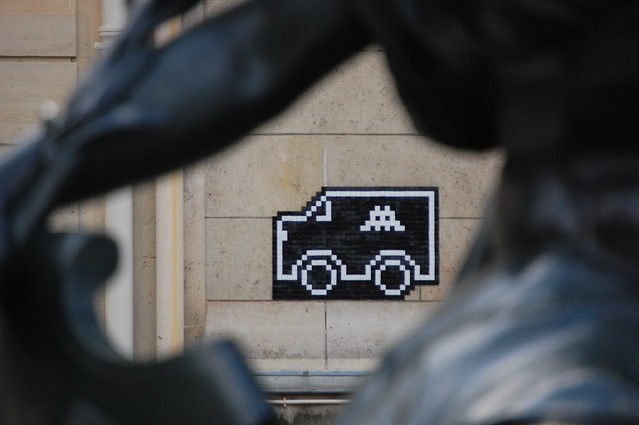 Space Invader + Musee d'Orsay Statue