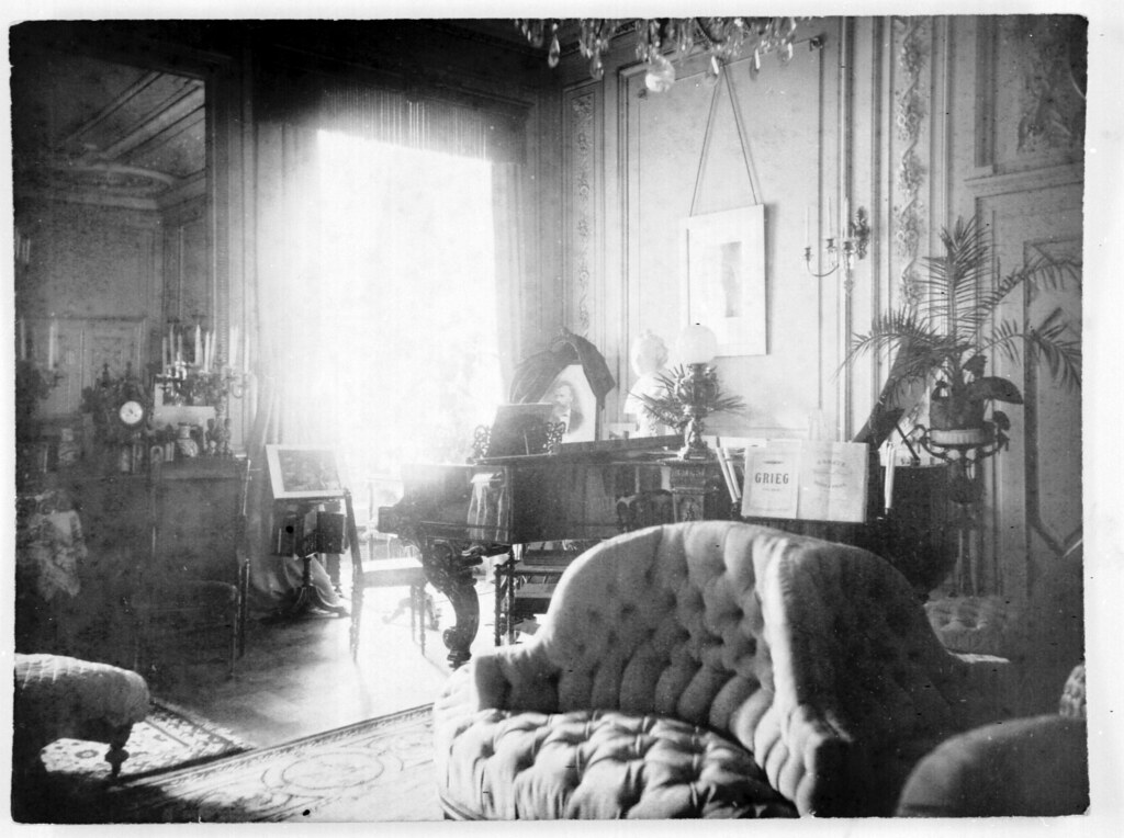 Living-room with grand piano