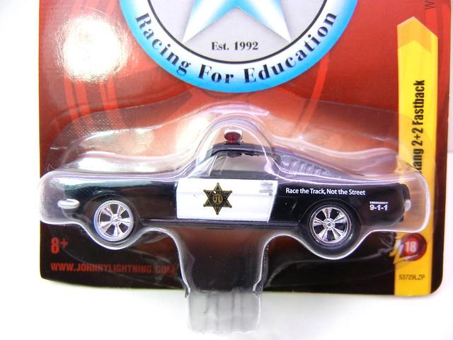 johnny lightning 1965 mustang 2+2 fastback police (2)