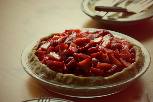 raw strawberry pie