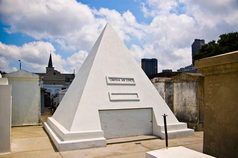 nicholas cage future tomb