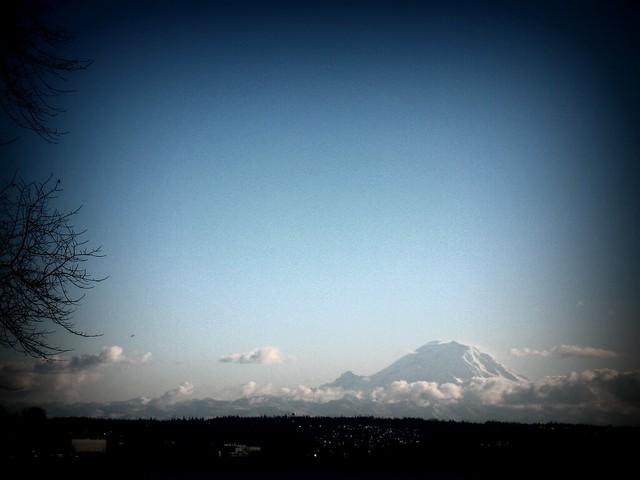 Mount Rainier (?), Seattle 2010