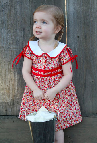 www.craftinessisnotoptional.com_2011_06_vintage-feedsack-dress-tutorial.html