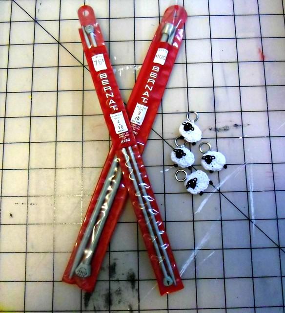 Knitting needles & stitch markers