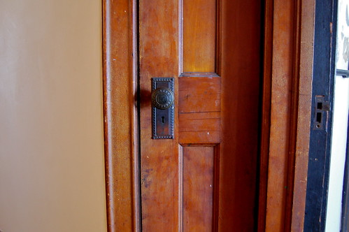 tiny door (hallway)