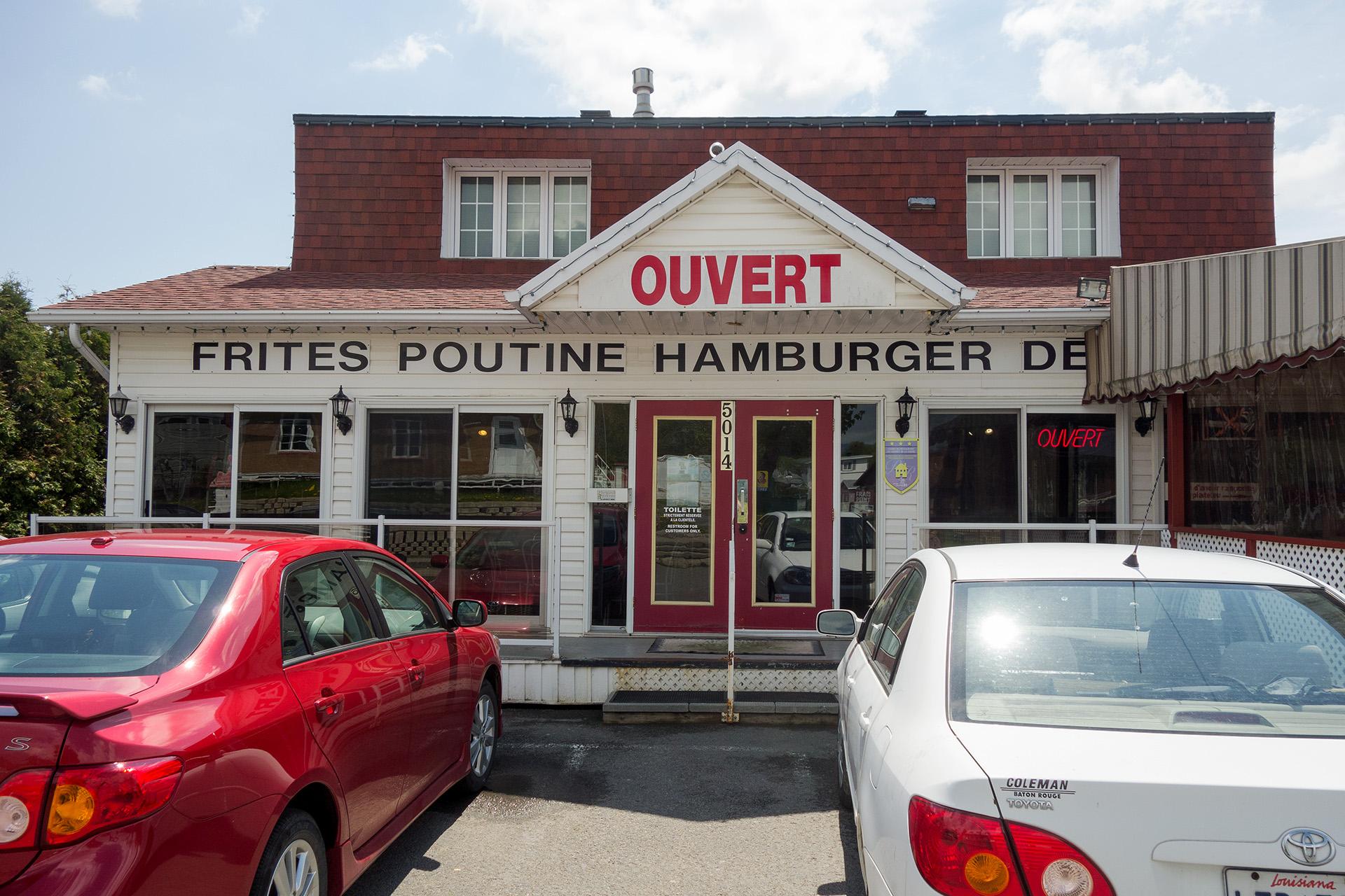 Restaurant Au Sommet De La Chute. Poutine Heaven.