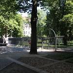 Vor dem Alten Jüdischen Friedhof.