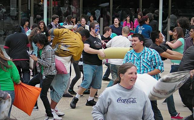 Flashmob-Pillow fight in San Diego