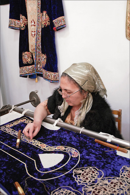 Brodeuse (Boukhara, Ouzbékistan)