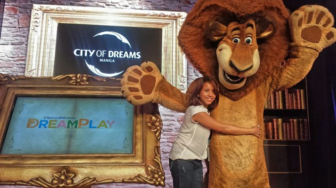 with Alex of Madagascar at City of Dreams Manila DreamPlay