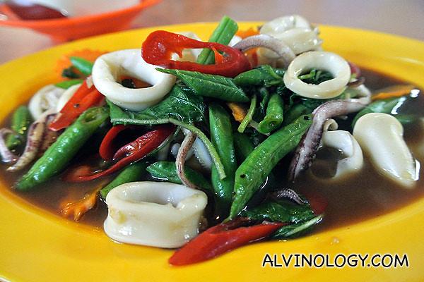 Stir-fried squid with basil