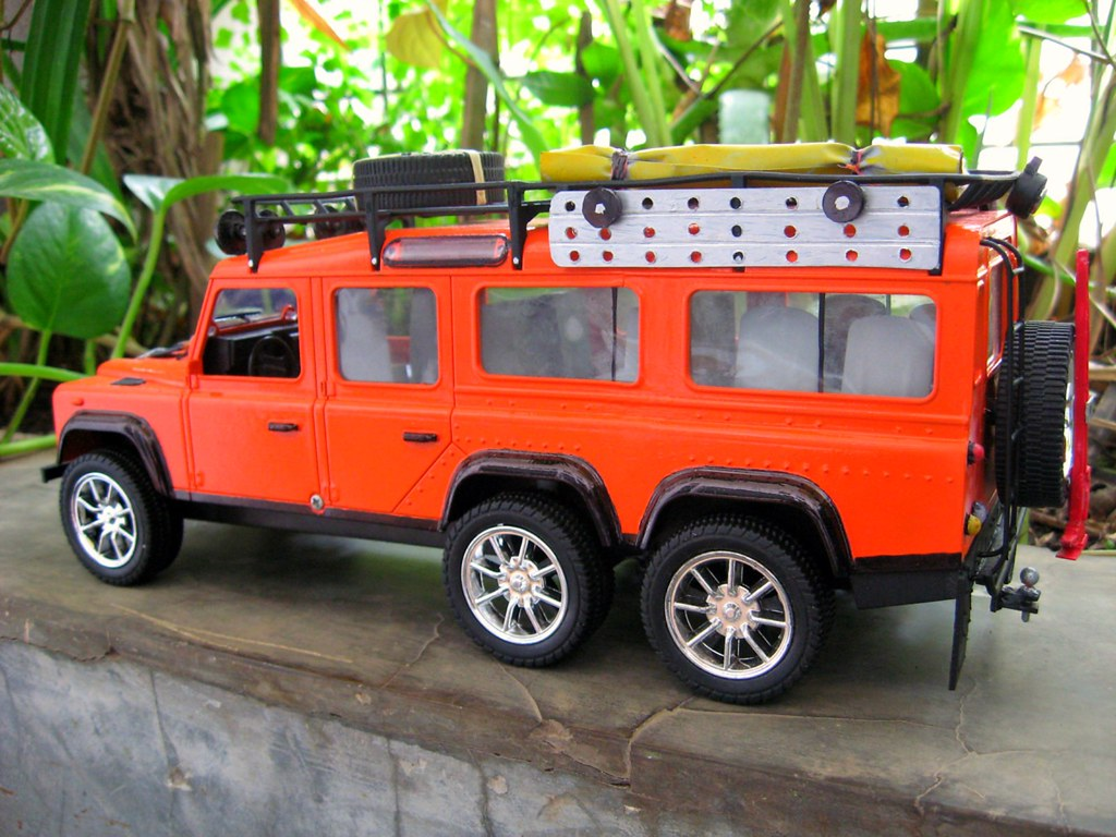 land rover defender 150 6x6 model tampak samping kiri a