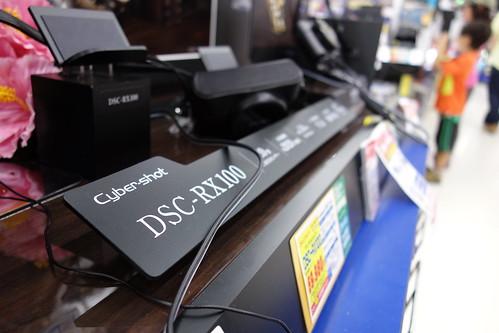 SONY Cybershot DSC-RX100 f/2.5 28mm