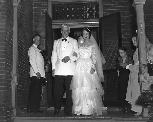 1952.wedding2.frontdoor