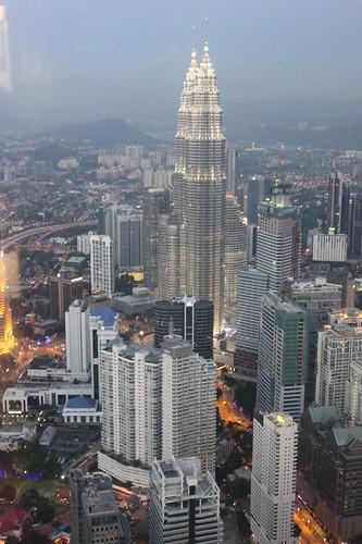 201102190908_Petronas-towers