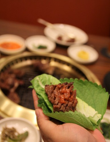 How to eat the Galbi at Sariwon Korean Barbecue