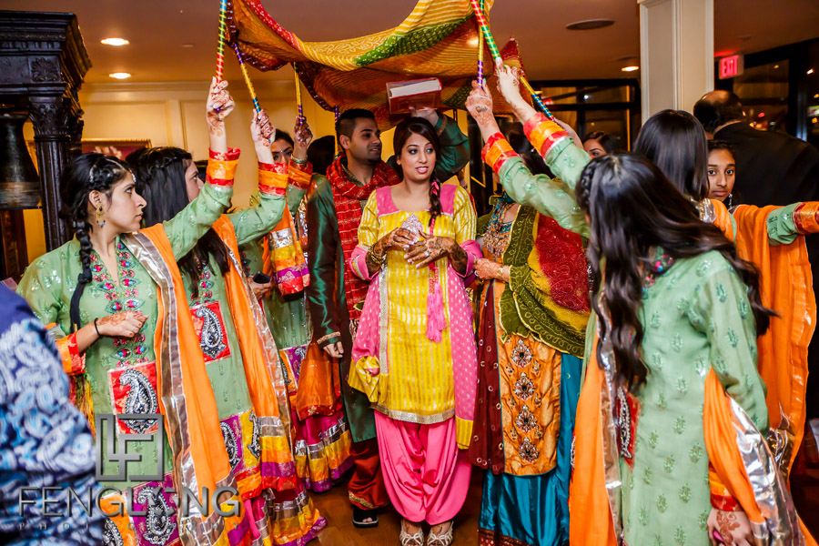 Bride's entrance to Pithi ceremony