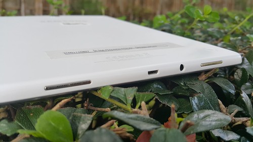 """ด้านล่างของ Samsung Galaxy Tab A 9.7"""" with S Pen"""