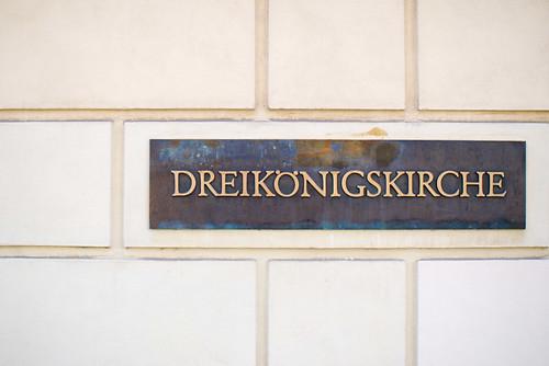 Dreikönigskirche Eingangschild