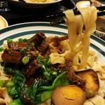 中國醫附近手工拉麵店「喜士來手工拉麵坊」人氣超夯!!!同學要吃飯請儘早來不然就只能併桌~