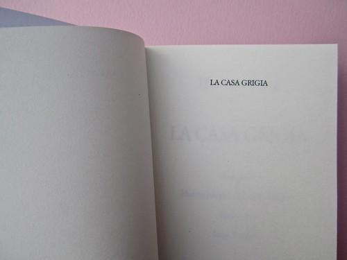 Herman Bang, La casa grigia, Iperborea 2012; [resp. grafiche non indicate]. P. 7 (part.), 1