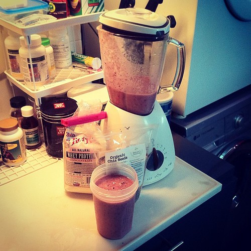 Breakfast: banana, strawberry, apple, chia seeds and whey protein powder smoothie. by phatfreemiguel