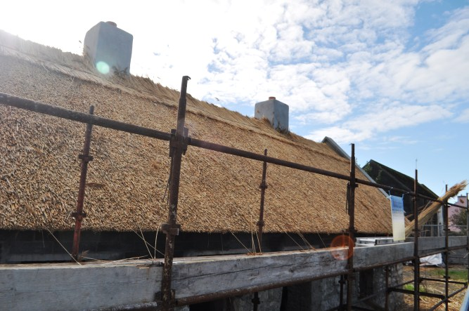 Travel to Ireland: Thatched Roof Seen During Tour with Day Tours World and Paddywagon Tours, Oct. 2013
