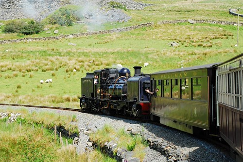 Train heading north out of Rhyd Ddu