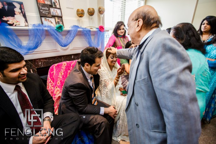 Kanwal as the bride pays respect to guests after Khoba Khobi