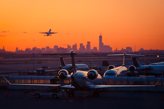 Airplane In Front Of New Yorks Skyline Flickr Photo