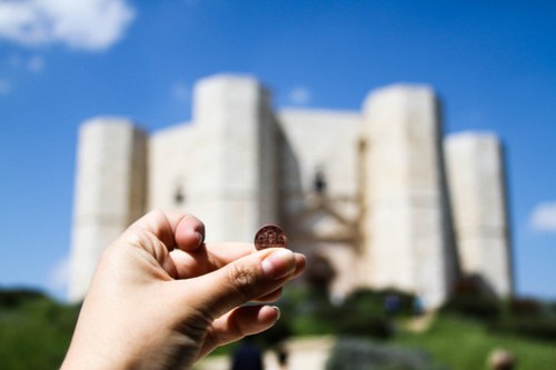 The 1 Euro cent in front of Castel del Monte