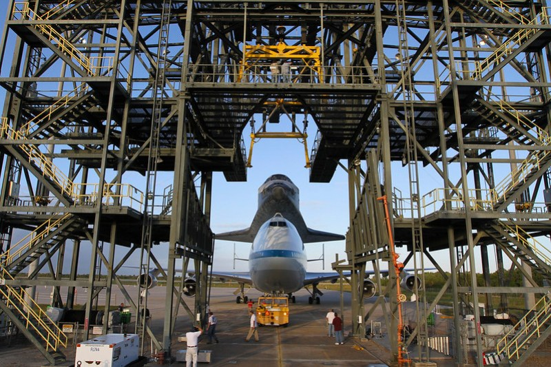 Discovery Atop SCA Backs Out MDD (KSC-2012-2255)