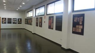 Cuadros dispuestos con documentos pertenecientes a la exposición