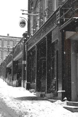 Saint John : Grannan's Street / Church Street Bar and Grill in the Wintertime.