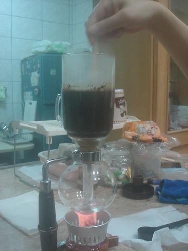 syphon燒開加入咖啡粉攪拌1