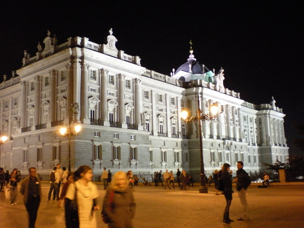 El Palacio Real de Madrid al anochecer. Autor, Fernando López