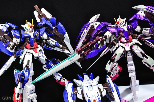 Metal Build 00 Gundam 7 Sword and MB 0 Raiser Review Unboxing (127)