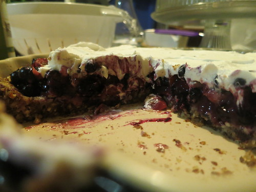 Summer berry pie with raw crust