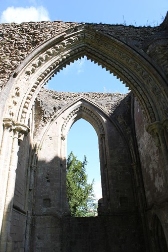 20120830_6457_Glastonbury-abbey_Small