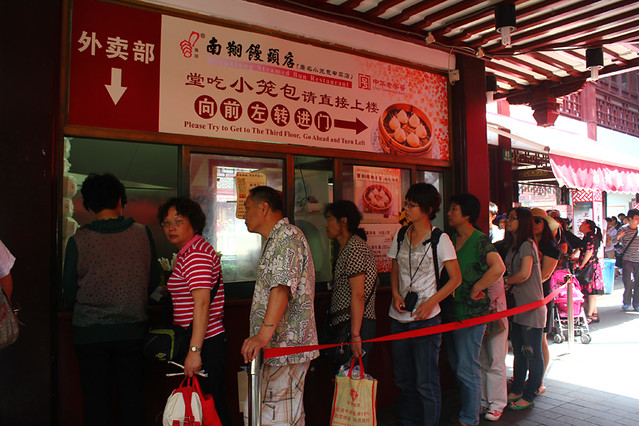 This takeaway shop is obviously very popular with locals - Hundreds of people queue up for hours just for some dumplings