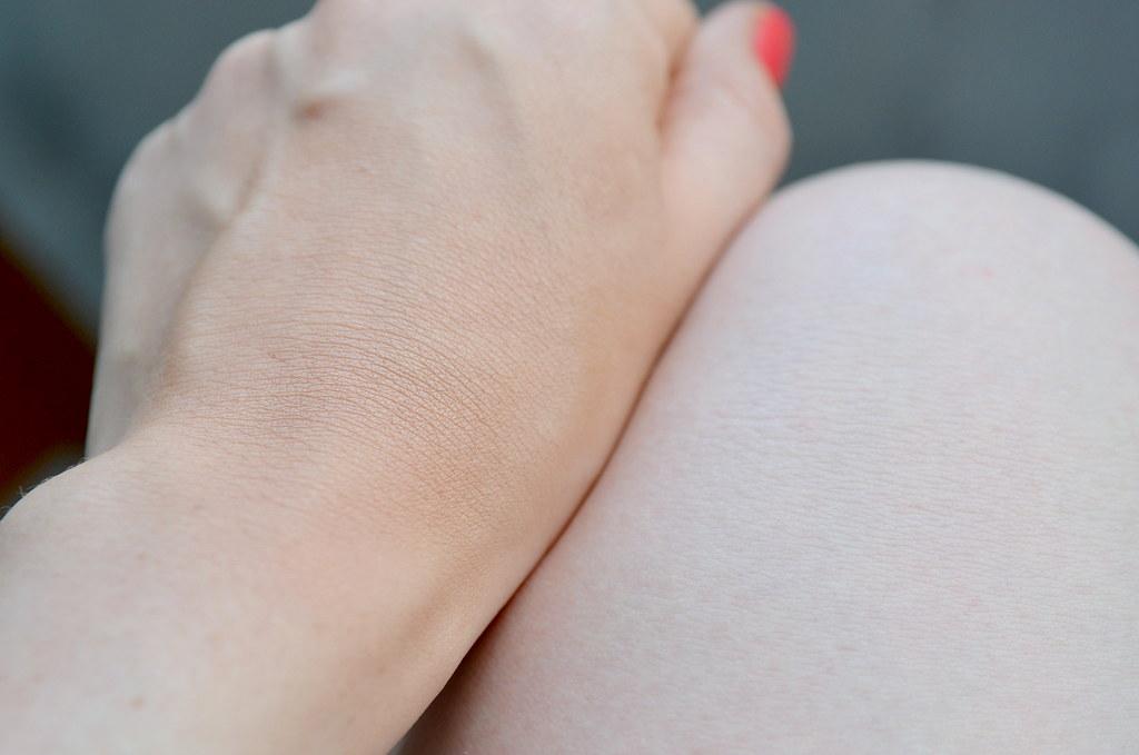 bronzing powder swatches hand