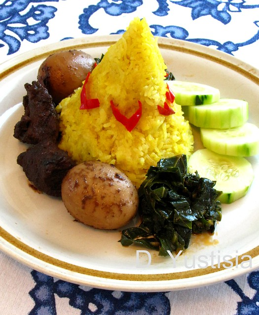 Traditional Cone-shaped Yellow Rice