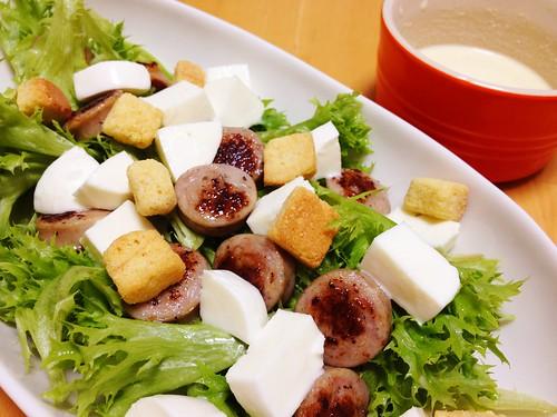 ソーセージとレタスのチーズサラダ