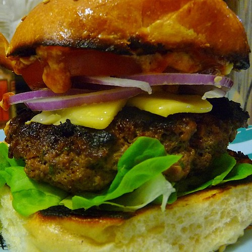 @quinciple 4th of July box yielded bacon cheeseburgers for 2. The bacon is IN the burger meat. Just add onion & ketchup. Quick-blogged at https://stomachmonster.wordpress.com #homecooking #stomachmonster #casapuerco