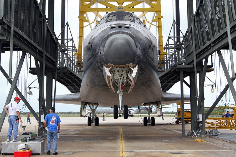 Sling Attached To Discovery (KSC-2012-2142)