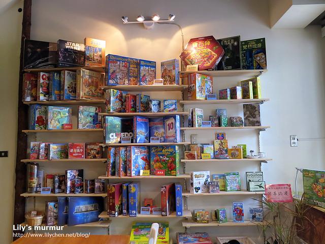 這些統統都是桌上遊戲!可以自由取用來玩喔!當然也有現場販售。