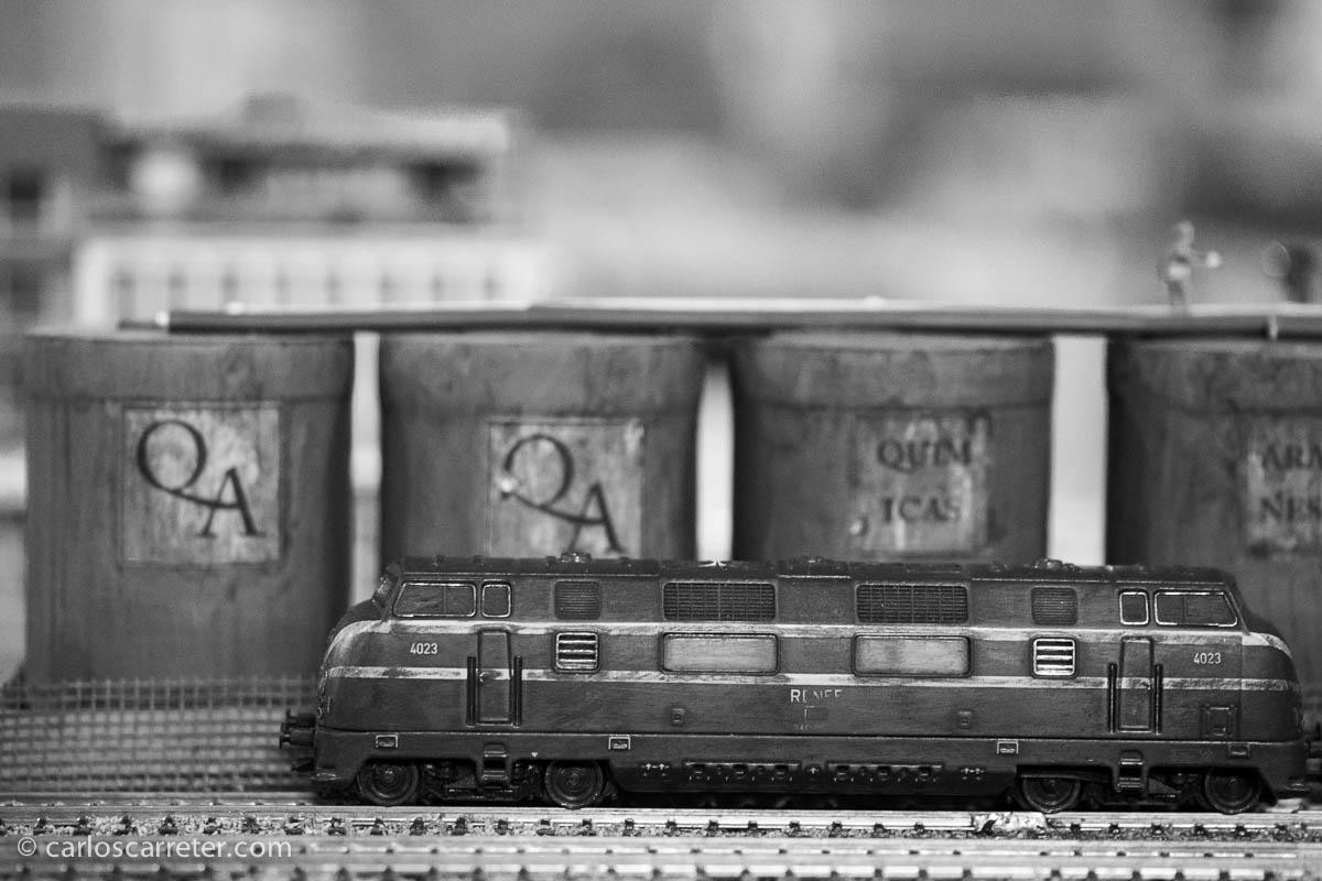 Vieja y baqueteada está la 4000, que estando destinada a correr veloz con trenes de pasajeros, acabó tirando de pesados mercancías para su desgracia