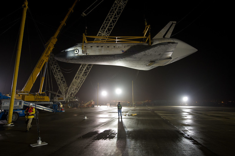 Shuttle Discovery Is Demated From SCA (201204190002HQ)