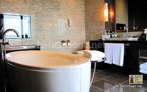 Imperial Suite Offices Bath Rooms Bath tub w/ TV