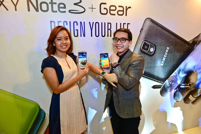 (L-R) Product Manager for Samsung Mobile smartphones Ien Rivera with Product marketing Head for Samsung Mobile Coco Domingo showing their new Note 3 phones and Galaxy Gear watches